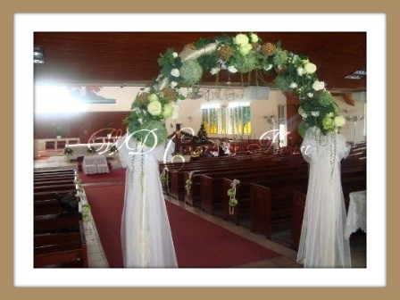 Wd creative florist wedding church flower arrangements and decorations junglespirit Image collections